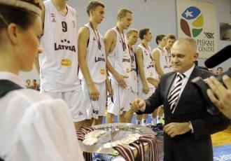 Foto: U16 basketbola izlasei Eiropas sudrabs