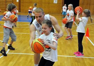 """Foto: """"Basketbols aicina"""" kārtēja pieturvieta Jūrmalā"""