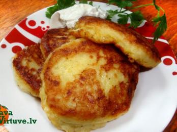 Lēti un garšīgi - vārītu kartupeļu un kabaču plācenīši ar sieru