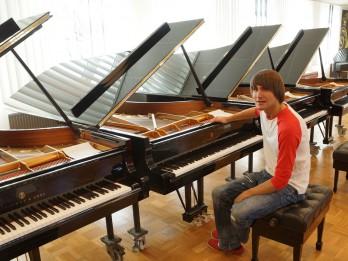 """Vestards Šimkus uz jaunā """"Steinway & Sons"""" koncertflīģeļa pirmatskaņos Džordža Gēršvina otro rapsodiju"""
