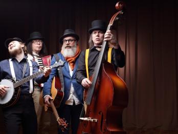 """Video: Ekoloģiskās mūzikas grupa """"Ducele"""" izdos albumu """"Tā viš' i""""!"""