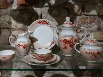 """Nodarbības """"Servīzes dizains"""". Izglītojošā programma Rīgas Porcelāna muzejā"""