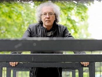 Aicina uz tikšanos ar dzejnieku un tulkotāju Guntaru Godiņu