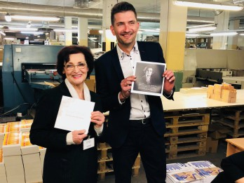Aktrise Olga Dreģe svin 80 gadu jubileju  ar koncertiem un fotoalbuma iznākšanu