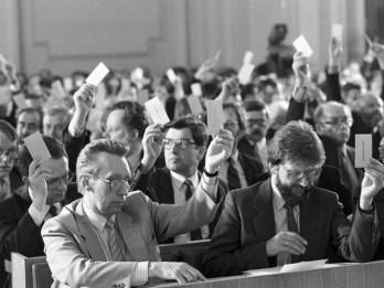 Video: Leģendārie 1990. gada 4. maija kadri