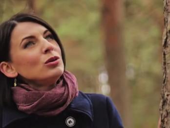 Video: Milleru-Balandīnu ģimene piedāvā sirsnīgu dziesmu