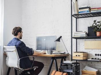 Kā ērti iekārtot biroju mājās?