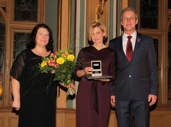 Pasniegtas balvas Rīgas labākajiem pirmsskolu darbiniekiem, Martas Rinkas balvu saņem Ligita Gulbe