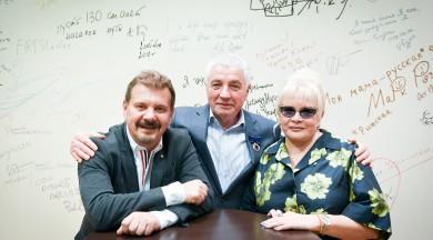 Eduards Cehovals saņem Borisa un Ināras Teterevu fonda apbalvojumu