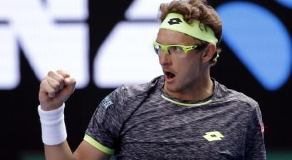 """Istomins sakauj seškārtējo """"Australian Open"""" čempionu Džokoviču"""