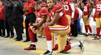NFL komandas tiks sodītas, ja spēlētāji ASV himnas laikā nepiecelsies kājās