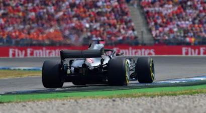 Hamiltons tiek cauri tikai ar rājienu un saglabā uzvaru Vācijas GP