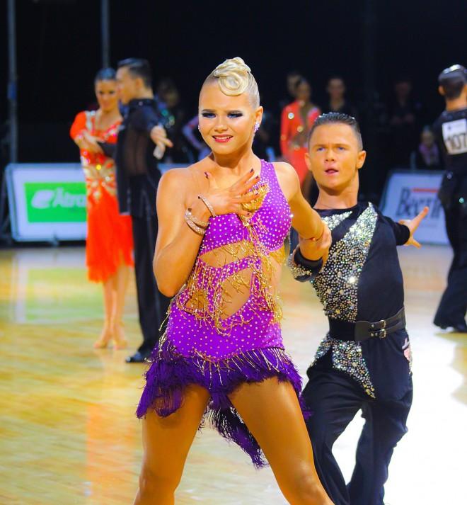 Latvijas pārim sudrabs pasaules čempionātā jauniešiem Latīņamerikas dejās