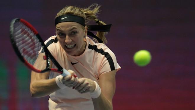 Kvitova un Mladenoviča ar uzvarām trīs setu mačos sasniedz finālu