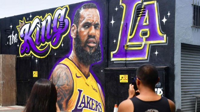 """Lebrons oficiāli parakstījis līgumu ar """"Lakers"""""""