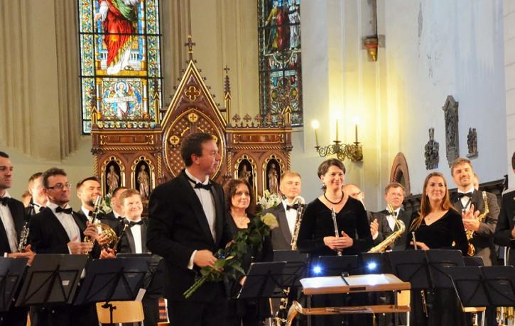 Orķestra un ērģeļu varenās skaņas Rīgas Domā