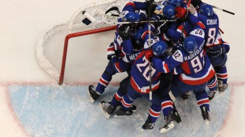 Slovākijas izlases hokejistiem būs lemts priecāties arī šonakt? Foto: AFP/Scanpix