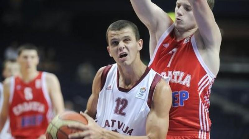 Edmundam Dukulim augstā ceturtā vieta atlēkušajās bumbās Foto: FIBA Europe