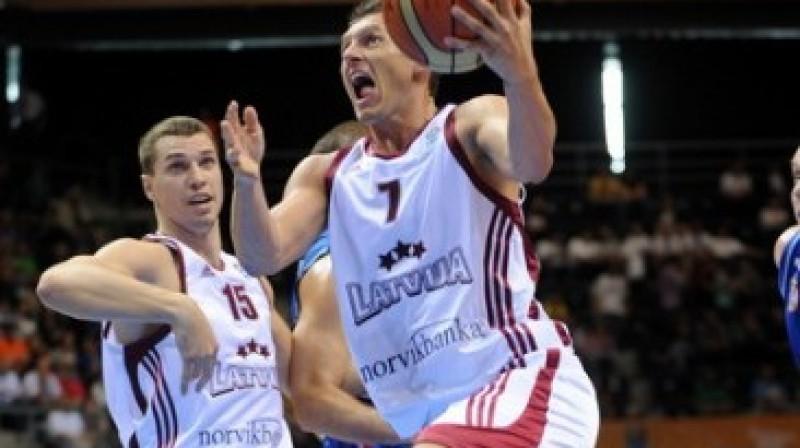 """Jānis Blūms un Andrejs Šeļakovs Foto: Romāns Kokšarovs, """"Sporta Avīze"""", f64"""