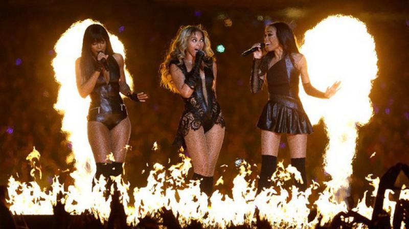 """Kellija Roulenda, Bijonsē Noulza un Mišela Viljamsa jeb """"Destiny`s Child"""" apvienojās """"Super Bowl XLVII"""" puslaika izrādē Ņūorleānā Foto: AFP/Scanpix"""