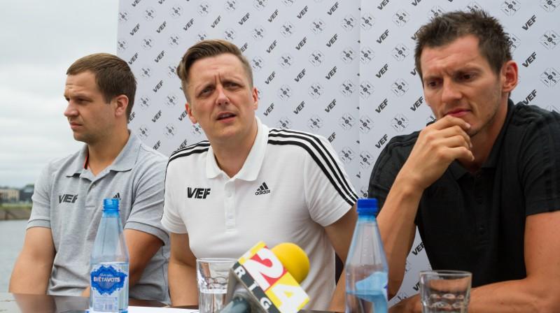 VEF galvenais treneris Jānis Gailītis, kluba prezidents Edgars Jaunups un kapteinis Jānis Blūms  Foto: Vladislavs Proškins