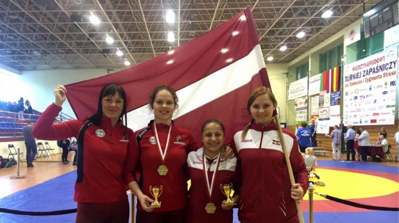 Laura Skujiņa, Jekaterina Jermaļonoka, Elma Zeidlere, Irina Petrova. Foto: Lauras Skujiņas cīņas sporta klubs