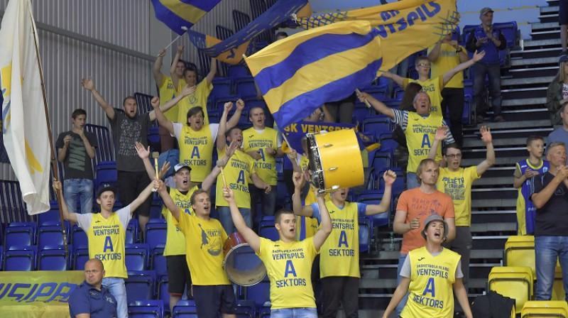 """BK """"Ventspils"""" un tā atbalstītāji: vienīgais Latvijas klubs, kuram izdevās uzvarēt Baltijas līgā Foto: Aivars Ķesteris, f64"""