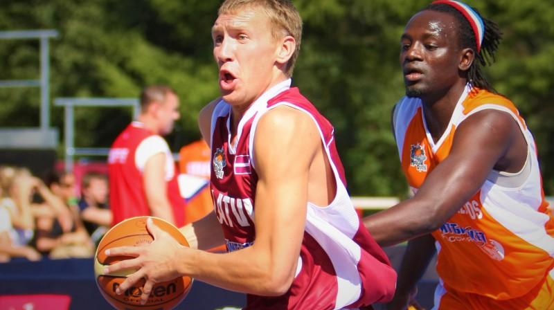 """Artūrs Strēlnieks 2009. gada """"Moscow Open"""", pārstāvot Latvijas strītbola izlasi Foto: Renārs Buivids"""