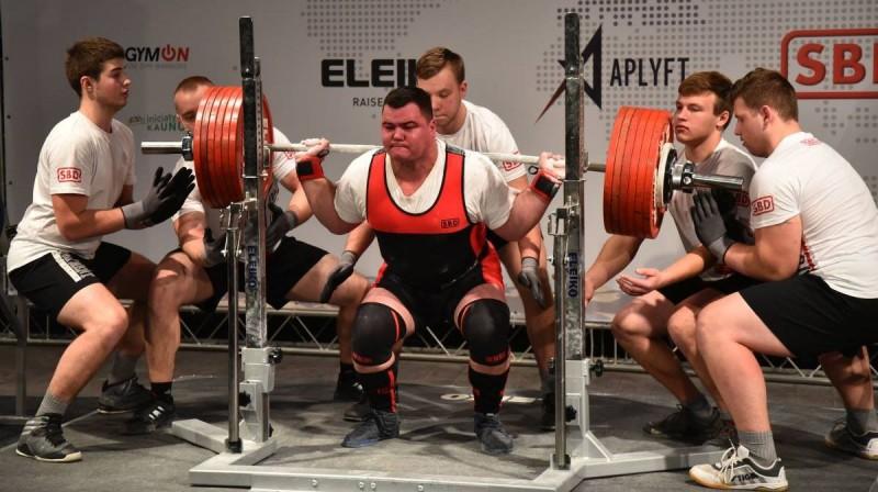 Epizode no Eiropas čempionāta klasiskajā spēka trīscīņā. Foto: Latvijas Pauerliftinga federācija