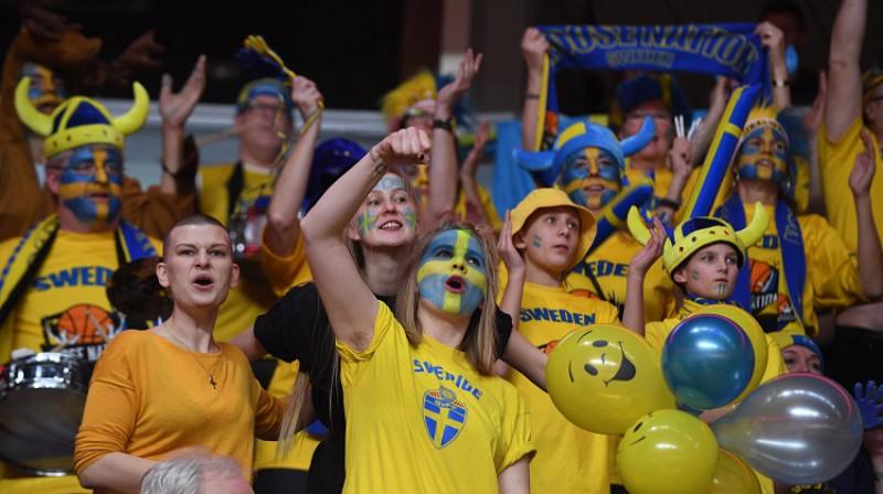 Fani 2017. gada 26. novembrī Latvijas un Zviedrijas spēlē Rīgā. Foto: Romāns Kokšarovs, f64