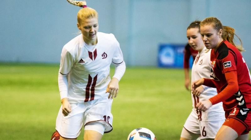 """Karlīna Miksone (pa kreisi) šogad spēlē """"Dinamo"""" kreklā / Foto: Nora Krevņeva-Baibakova"""