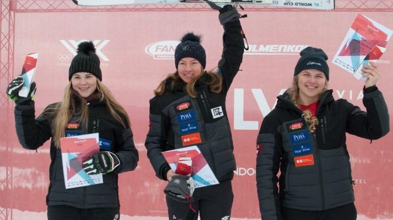 Latvijas čempionāta slalomā medaļnieces Agnese Āboltiņa, Lelde Gasūna un Betija Burkovska. Foto: E.Lukšo
