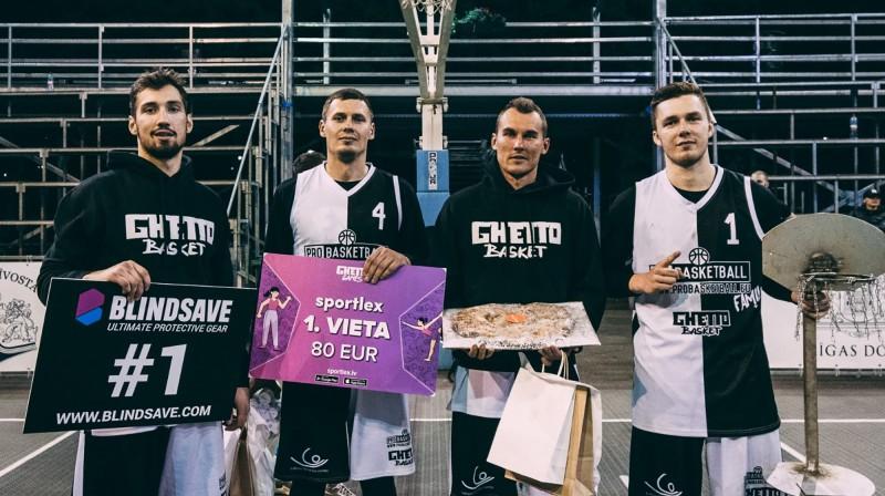 """""""ProBasketball Family"""" (no kreisās): Armands Ginters, Agnis Čavars, Mārtiņš Šteinbergs, Roberts Pāže. Publicītitātes foto"""