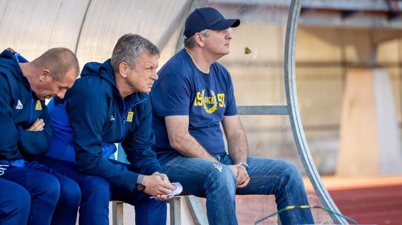 """Adlans Šišhanovs (pa labi) uz """"Ventspils"""" rezervistu soliņa. Foto: Raitis Supe"""