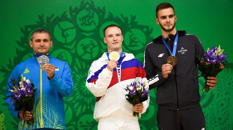 Lauris Strautmanis (pa labi) uz Eiropas spēļu goda pjedestāla. Foto: Sputnik/Scanpix