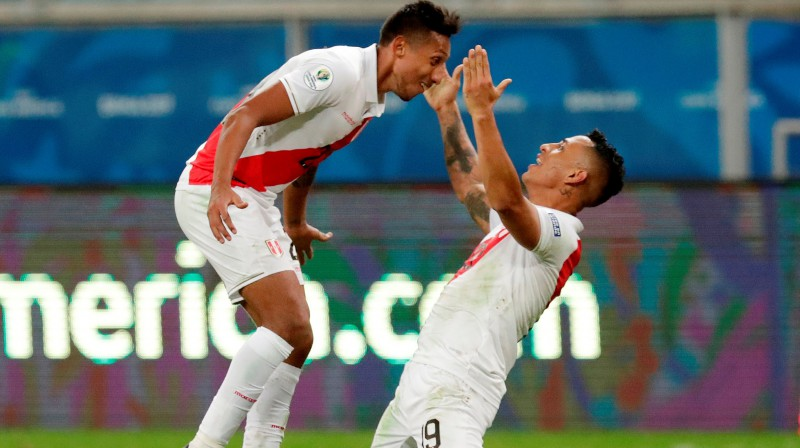 Peru izlases futbolisti svin vārtu guvumu. Foto: Henry Romero/Reuters/Scanpix