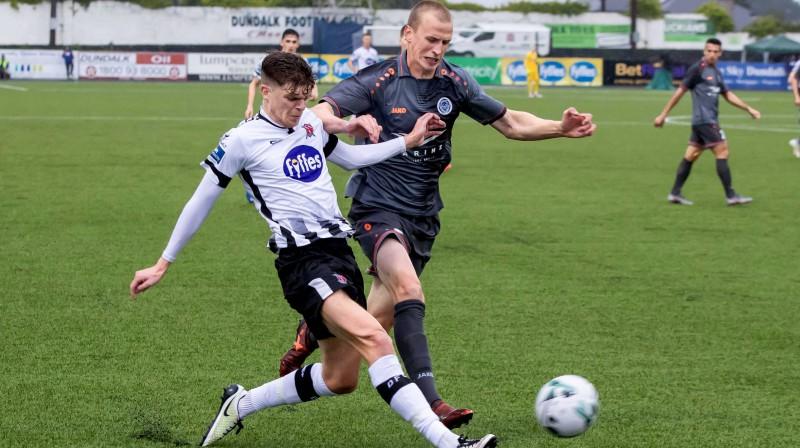 """Riga FC"" pussargs Tomislavs Šaričs cīņā par bumbu. Foto: imago images/Inpho Photography/Scanpix"