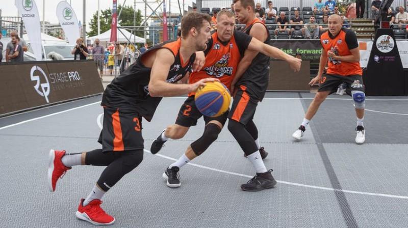 """Latvijas komandu - """"Riga Ghetto"""" un """"Ventspils Ghetto"""" - savstarpējā spēle Belgradā FIBA foto"""