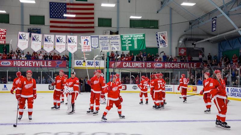 """Detroitas """"Red Wings"""" hokejisti 1913. gadā atklātajā """"Callumet Colliseum"""" ledus hallē. Foto: nhl.com"""
