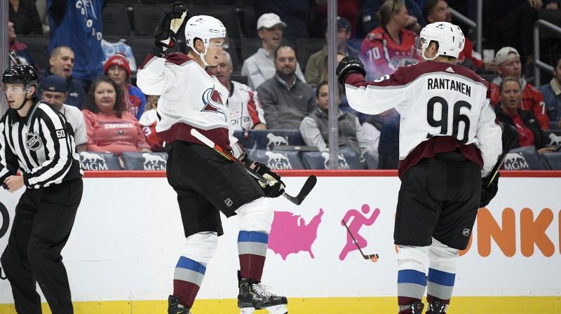 "Kolorado ""Avalanche"" hokejisti svin vārtu guvumu. Foto: Nick Wass/AP/Scanpix"