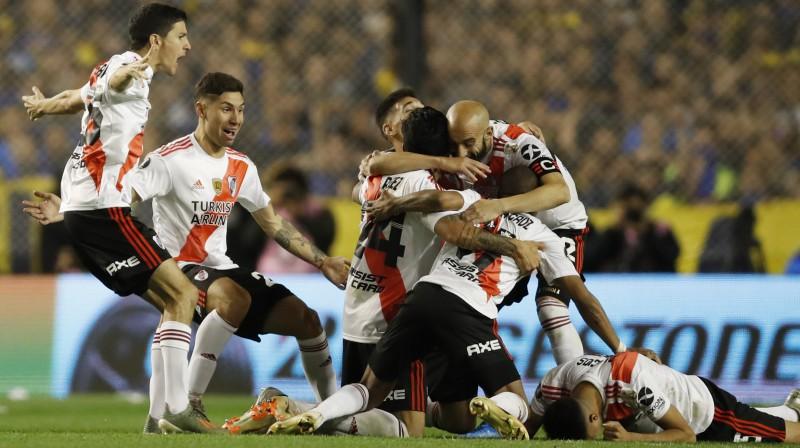 """""""River Plate"""" futbolistu prieki pēc iekļūšanas """"Copa Libertadores"""" finālā. Foto: Natacha Pisarenko/AP/Scanpix"""
