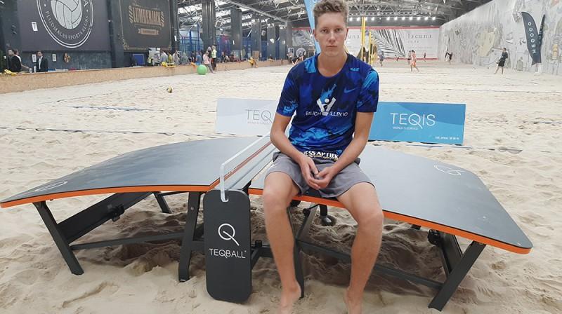 """Mihails Samoilovs un tekvoleja galds """"Beach Arena"""" Rīgā. Publicitātes foto"""