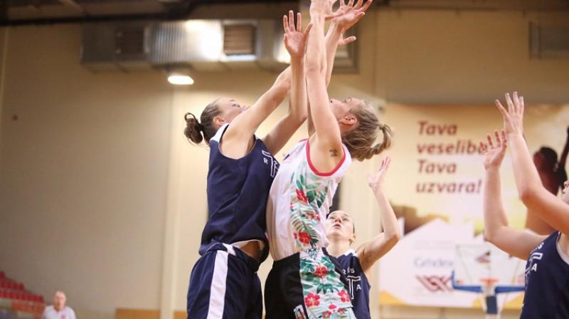 """Jolanta Rimša (Daugavpils Universitāte) mājas spēlē pret """"TTT juniorēm"""". Foto: Daugavpils"""