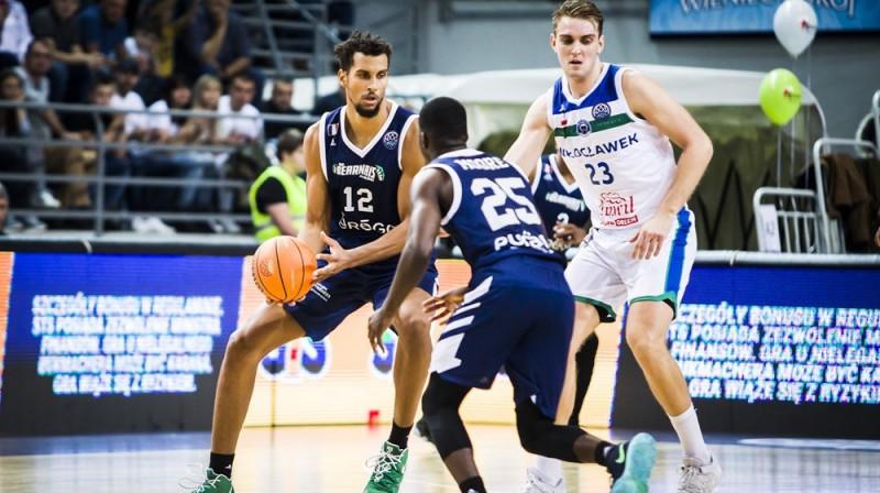 Rolands Freimanis (Nr. 23) aizsardzībā. Foto: FIBA