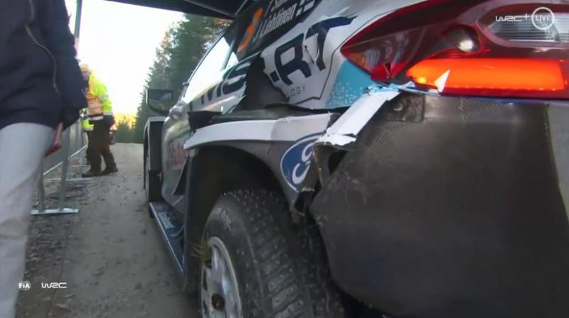 Suninena auto pēc izlidošanas no trases