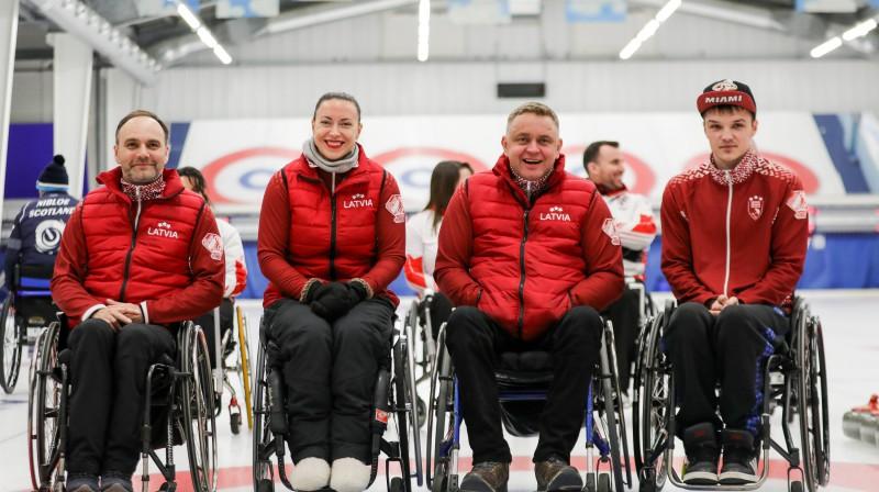 No kreisās: Agris Lasmans, Poļina Rožkova, Ojārs Briedis, Sergejs Djačenko Foto: WCF/Alina Pavlyuchik