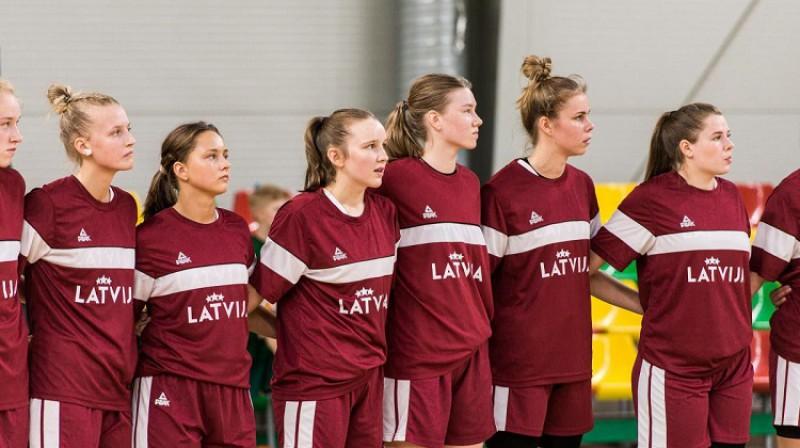 Latvijas U16 izlases spēlētājas. Foto: krepsinionamai.lt
