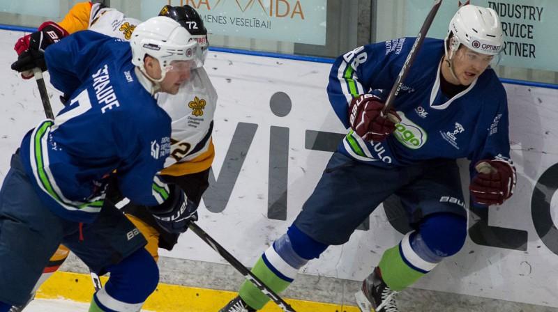 Jānis Straupe un Renārs Krastenbergs. Foto: Optibet hokeja līga