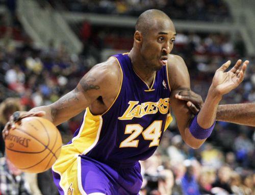 """""""Lakers"""" uzvar Bostonā un atjauno vadību sērijā"""