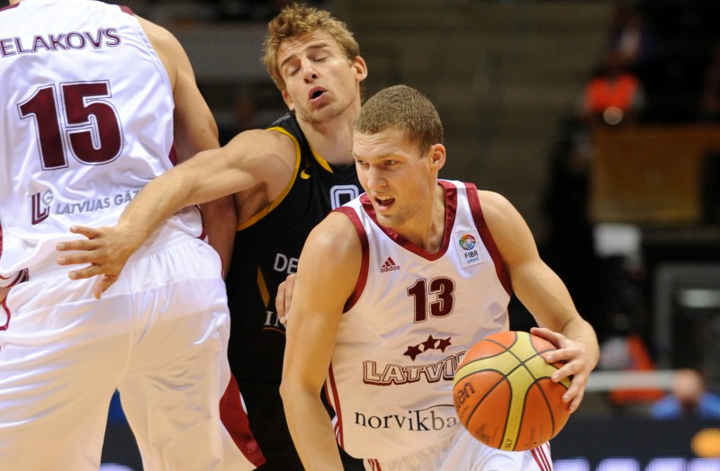Šafarcika tālmetieni neļauj Latvijai uzvarēt Vāciju